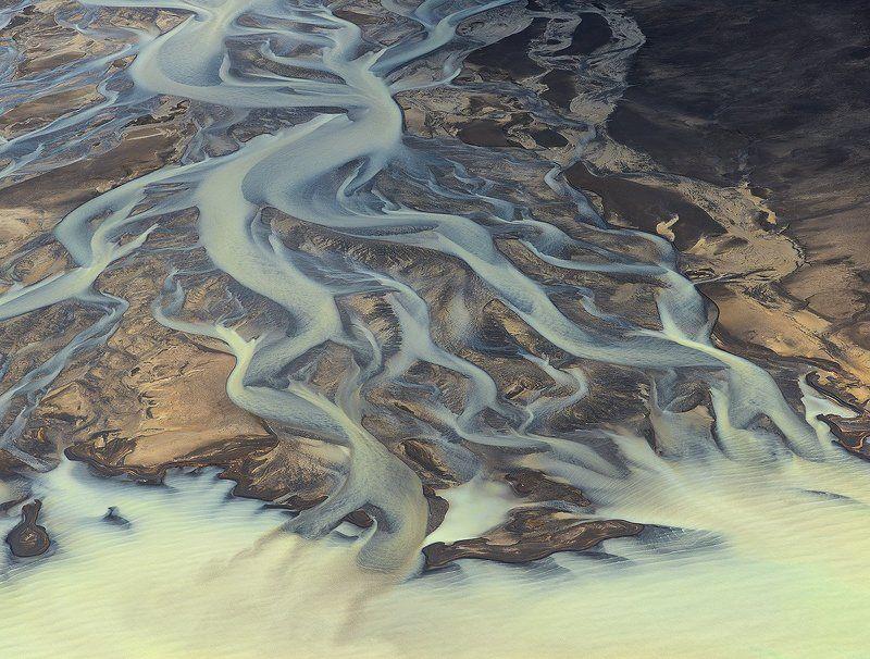 исландия Рисунок реки, впадающей в ледниковое озеро.photo preview