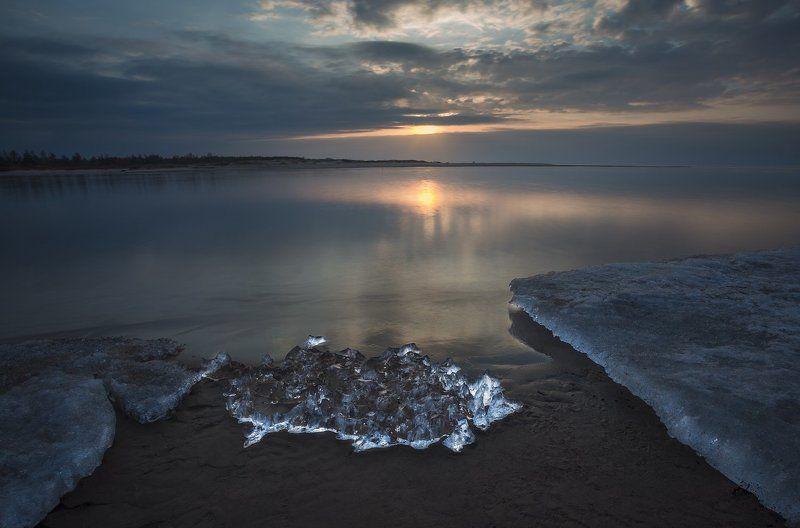 Последний закат зимы. Ледоход на Гауеphoto preview