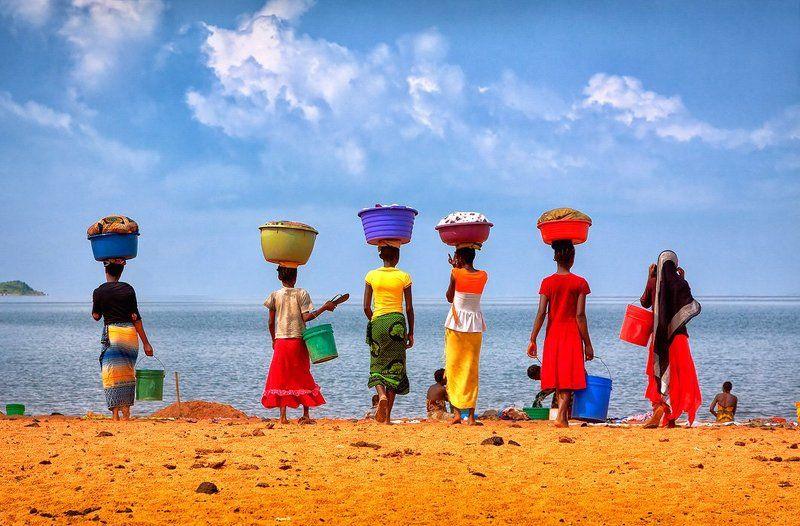 Африка, Женщина, Озеро, Стирка, Танганьика, Танзания, Цвет Большая стирка на озере Танганьикаphoto preview