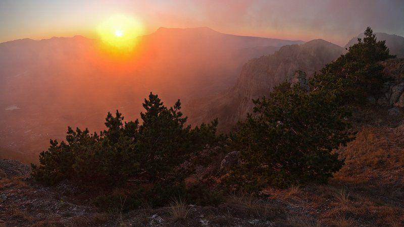 крым, демерджи, осень, закат, горы В лучах уходящего солнцаphoto preview