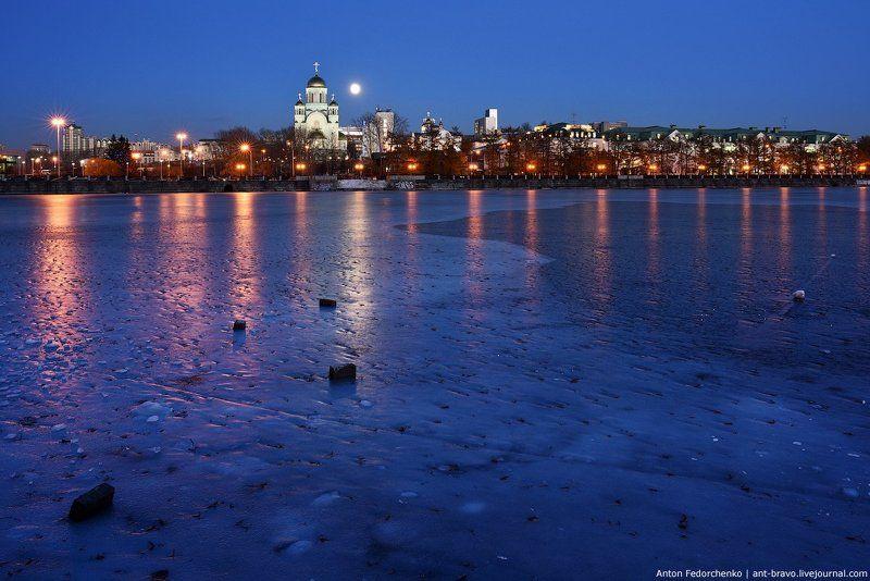 екатеринбург, лёд, пруд, сумерки Лед на городском прудуphoto preview