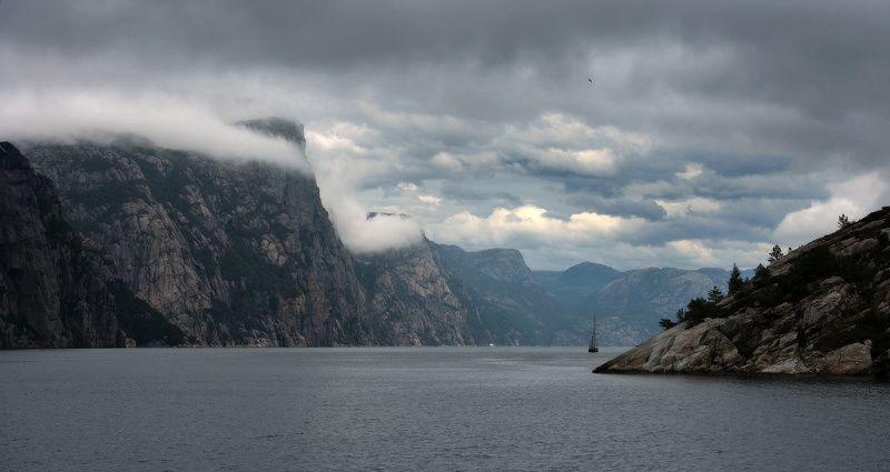 хмурое небо Норвегииphoto preview