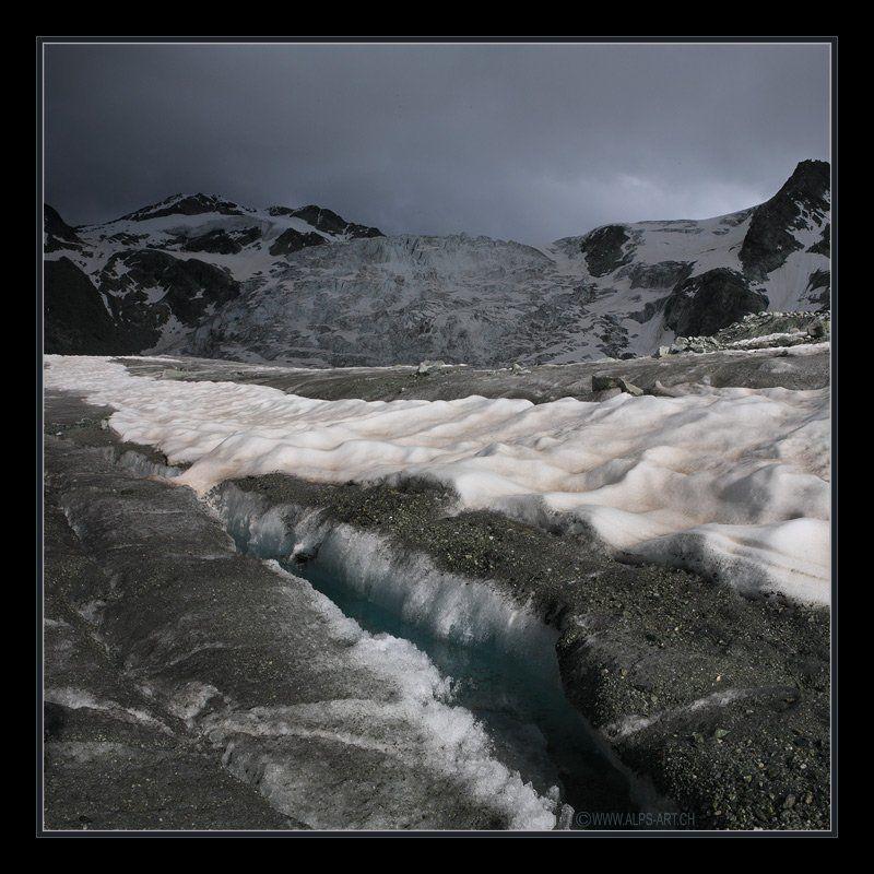 ледник Краски жаркого горного лета, или, про розовый снег, голубую воду и серый ледphoto preview