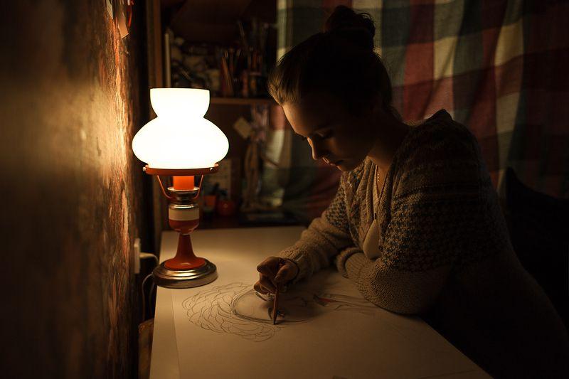 light, girl, night, свет, девушка, рисует, цвет heatphoto preview
