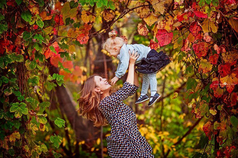Осень, семья, игры, счастье, смех, листопад Играphoto preview