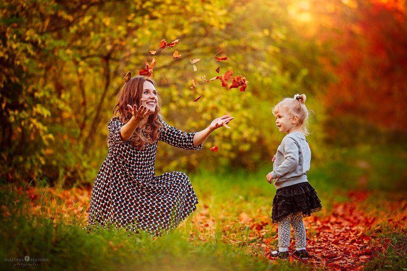 семья, мама, дочка, осень, листопад Осенние игрыphoto preview