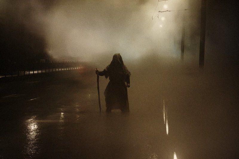 путник,туман,город,дорога Путникphoto preview