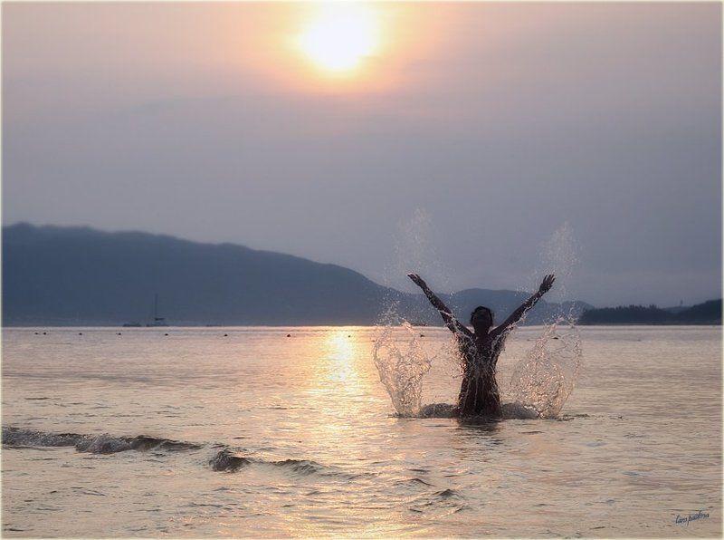 китай, о. хайнань, рассвет, пляж, море, брызги Китайские зарисовки. Встречая рассвет...photo preview