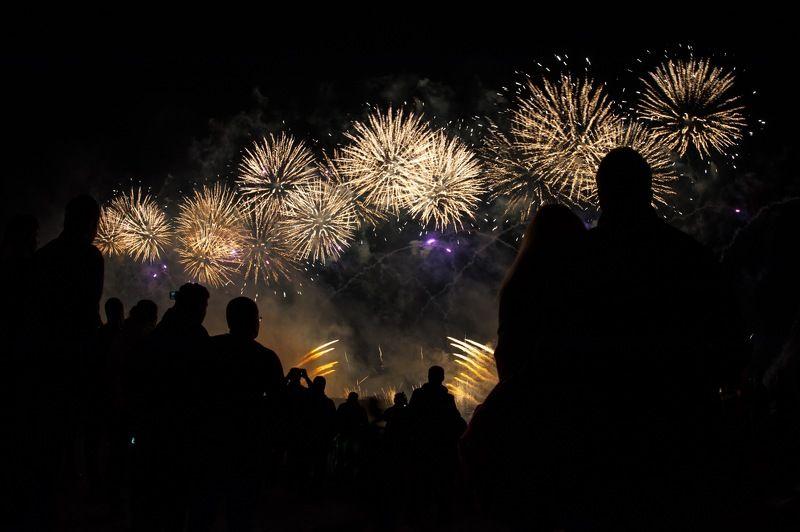 салют, зрители, круг света, fireworks, circle of light Салют photo preview
