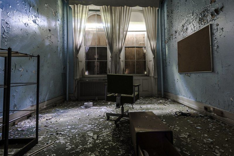 USA,New York, NYC, Hospital, Abandoned, chair, garbage, комната, заброшки, интерьер, больницаб crazy, свет,  Room of Crazy Manphoto preview