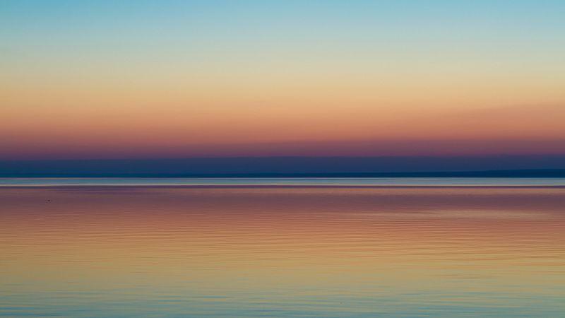 рассвет, вода, отражение Перед жарким днемphoto preview