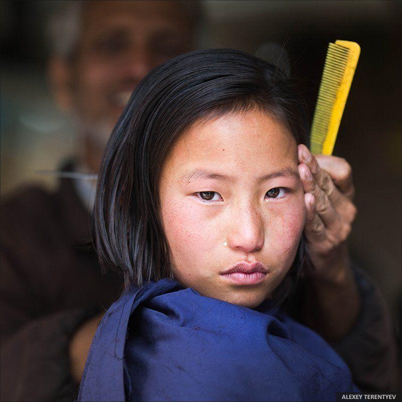 Индия, цирюльник, портрет, взгляд, девочка Цирюльник...photo preview