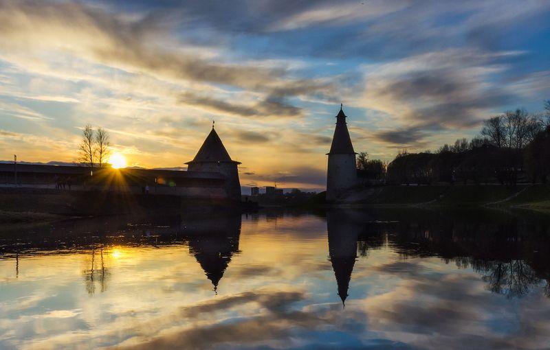Псков, закат, река, вечер, отражение Две башниphoto preview