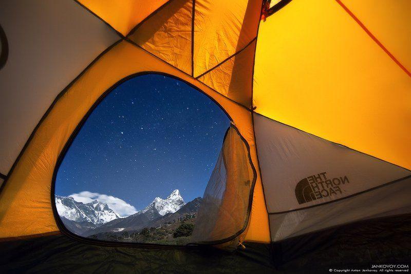 Непал, Гималаи, Эверест, Лхоцзе, Сагарматха, Ама Даблам, горы, пик, ночь, небо, звезды, снег, пейзаж, Тенгбоче, палатка, путешествия, треккинг,  А из нашего окошка видно Эверест немножко ;)photo preview