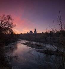 Предрассветная на реке Наре с Высоцким монастырём...
