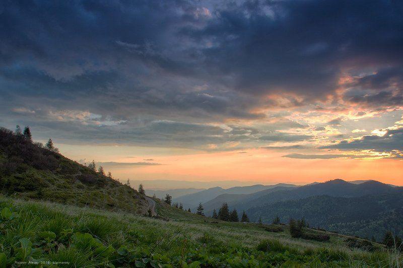 Полонина Лисичья, Карпаты, Закат, привал, горы, вечер, долина, перспектива,  Лисичьяphoto preview