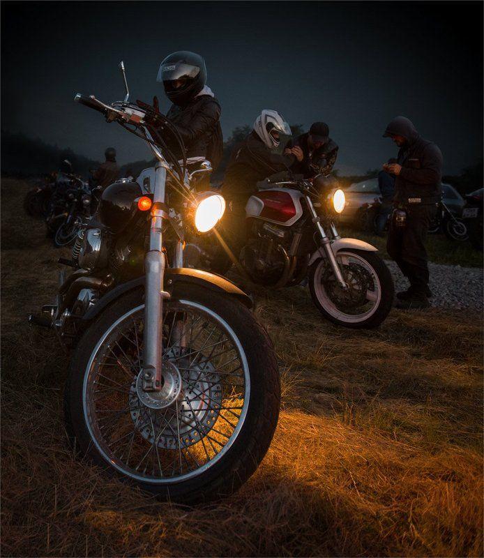 Ночные байкерыphoto preview