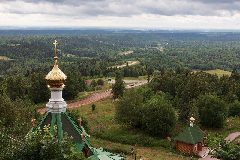 Гора Белая монастырь дорога лес дали Пермский край лето С Белогорского монастыряphoto preview