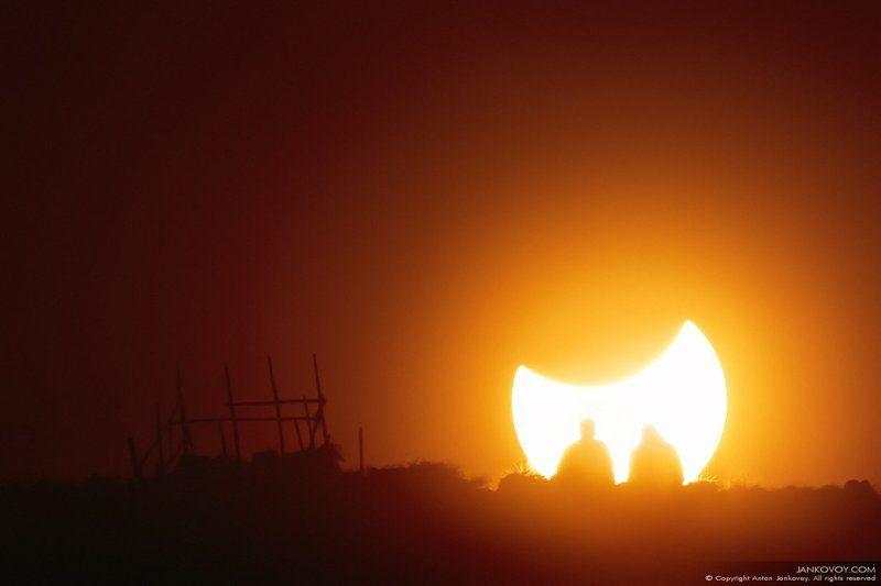 Индонезия, затмение, Солнце, Луна, Бали, Батур, вулкан, силуэт, природа, закат, люди  СОЛНЕЧНОЕ ЗАТМЕНИЕphoto preview