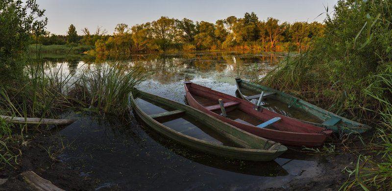 Сельская пристань на рассветеphoto preview