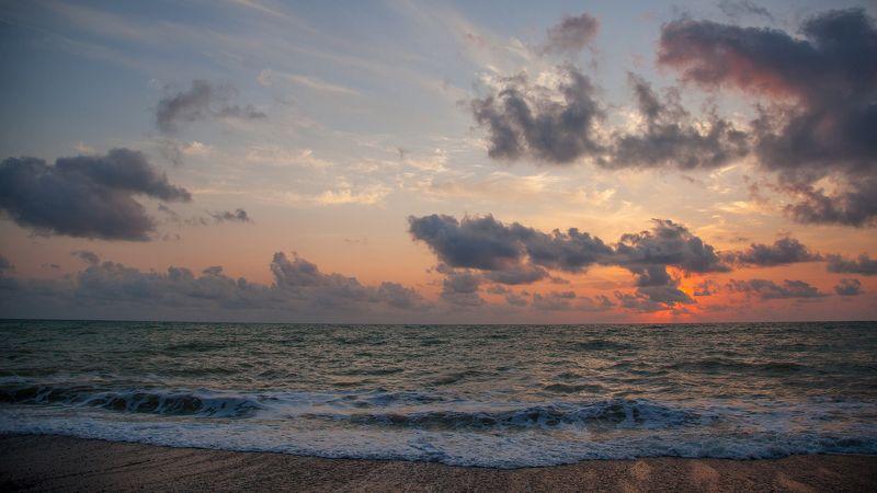 Закат на крымском побережьеphoto preview
