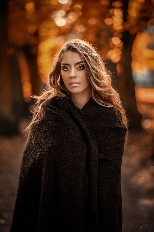 woman portrait autumn blonde Mesmerizing eyesphoto preview