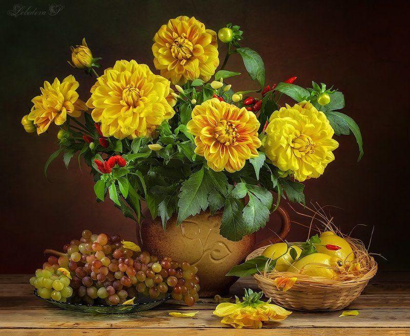 георгины,цветы,букет,фрукты Жёлтые георгиныphoto preview