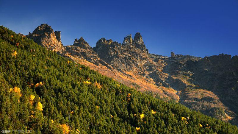 осень горы теберда скалы природа пейзаж С видом на Чертов замокphoto preview