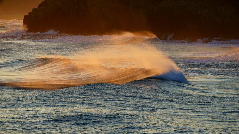 asia,korea,east sea,waves,morning,winter,sea,seascape,rock,wind,light,sunlight Waves and lightphoto preview