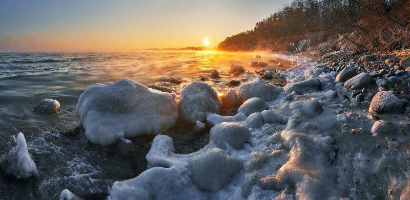 Балтийское море, море, зима берег, камни , лёд, рассвет  Зимний берег Балтики.photo preview