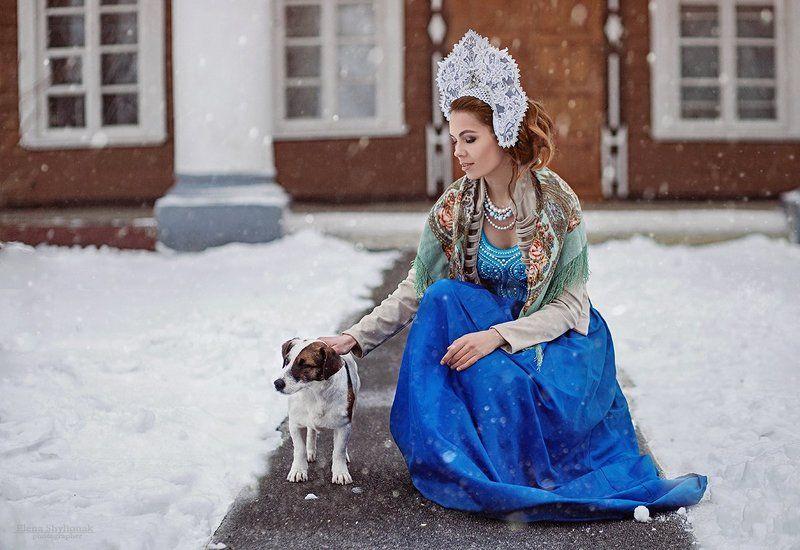 зима, русская сказка, русская краса, кокошник, собака, поместье, девушка, платок Зимаphoto preview