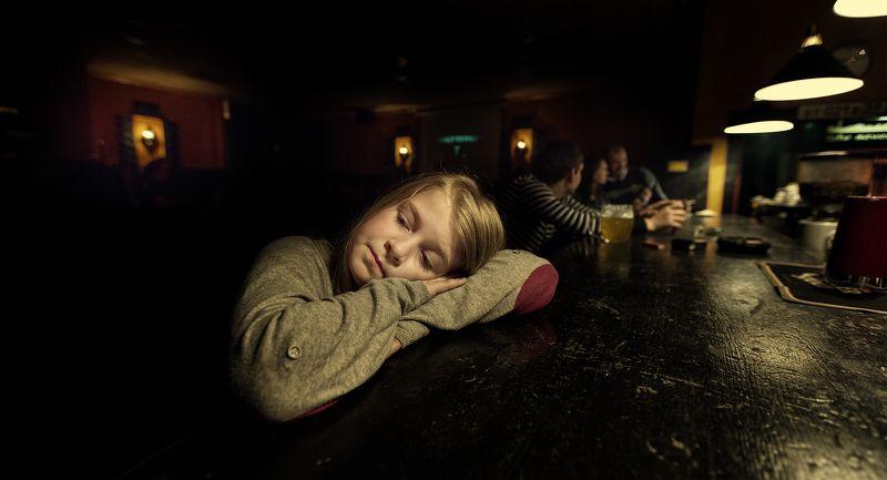 Уж полночь близится, а взрослые всё пьют... photo preview