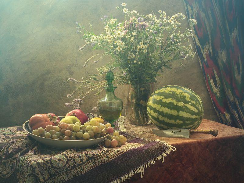 фрукты,цветы,вино, виноград, драпировка,нож,восточный колорит Натюрморт с фруктами и цветамиphoto preview