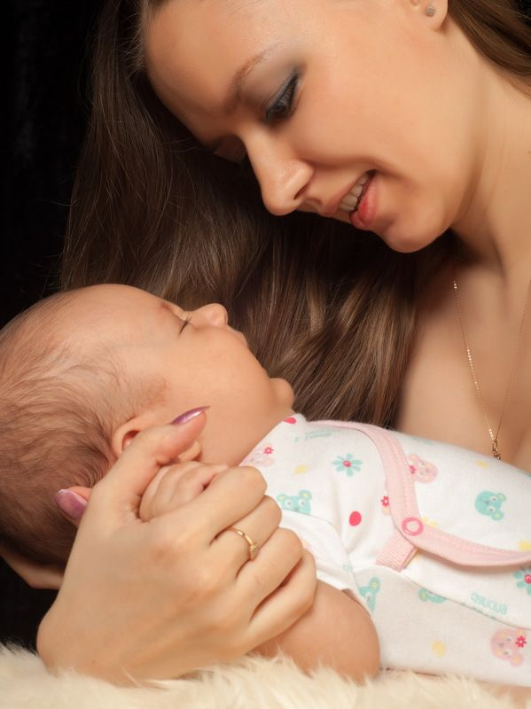 baby; infant; child; little; newborn; boy; small; childhood; care; hand; caucasian; cute; white; kid; skin; beautiful; innocence; face; one; girl; toddler; tiny; human; portrait; mother; background; person; healthy; adorable; new; born; sleeping; innocent Студияphoto preview