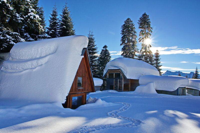зима горы заимка Солнечным январским днём.photo preview
