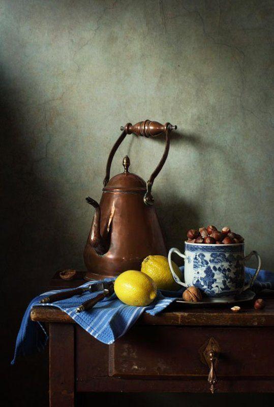 Чай с лимоном и орехамиphoto preview