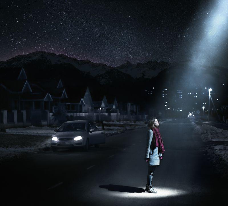 Вселенная,звезды,ночь,девушка,луч,свет,горы,дорога,Парышков Вселенная где-то рядомphoto preview