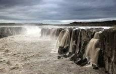 Маленький водопадик по соседству с грандиозным Dettifoss...