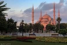 Голубая мечеть в красном