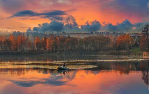 Знает каждый рыболов - на закате лучший клёв...