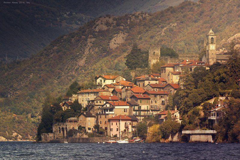 Италия, Альпы, горы, снег, осень, крыша, комо,  Город красных крышphoto preview