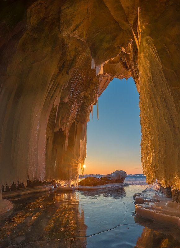 байкал, ольхон, лед, грот, рассвет, панорама Тепло мартовских лучейphoto preview