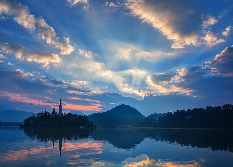 озеро Блед на рассветеphoto preview