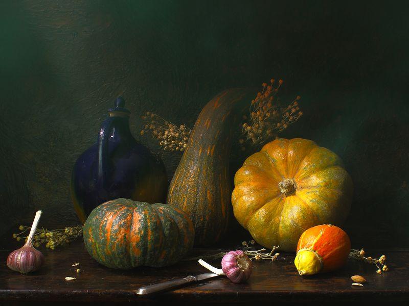 тыквы,чеснок,кувшин,оранжевый,зеленый,синий,интерьер, декор Натюрморт с тыквамиphoto preview