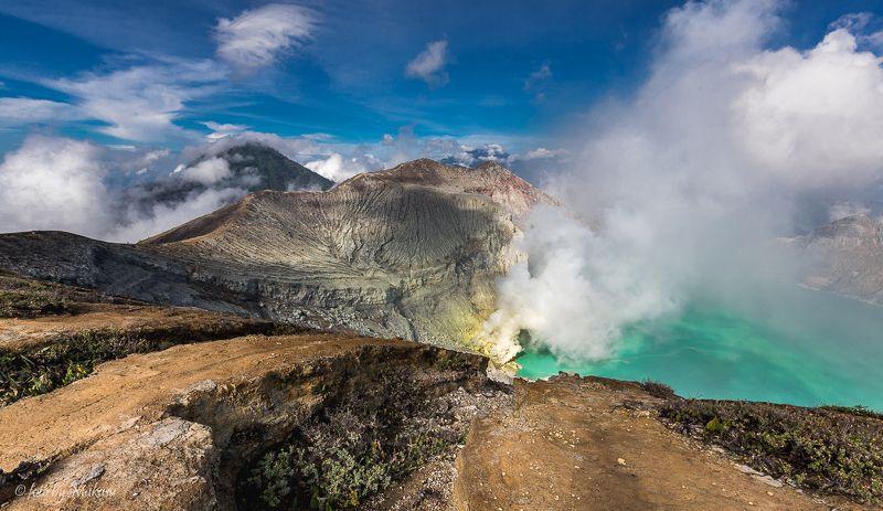путешествия, природа, горы, вулкан, пейзаж, озеро, индонезия, ява, иджен, travel, landscape у края кратера вулкана Идженphoto preview