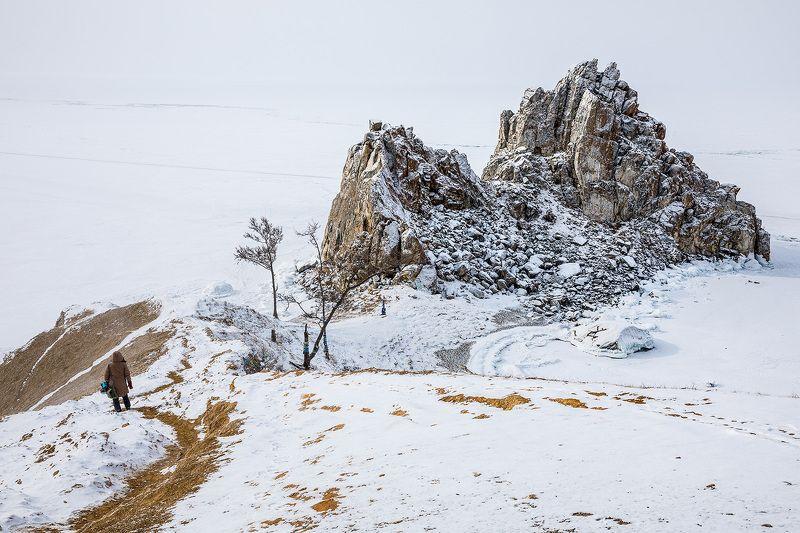 Байкал, лед, Ольхон Скала Шаманкаphoto preview