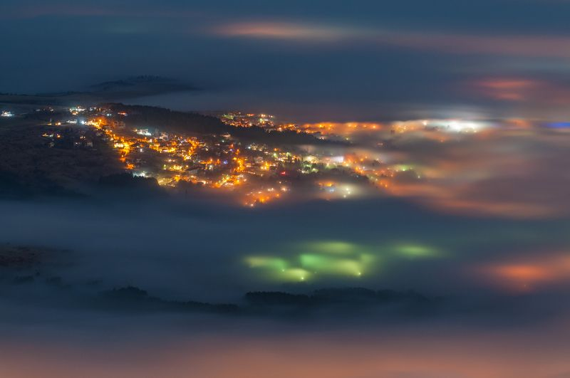 light, fog, foggy, landscape, mountain, city, night Lightsphoto preview