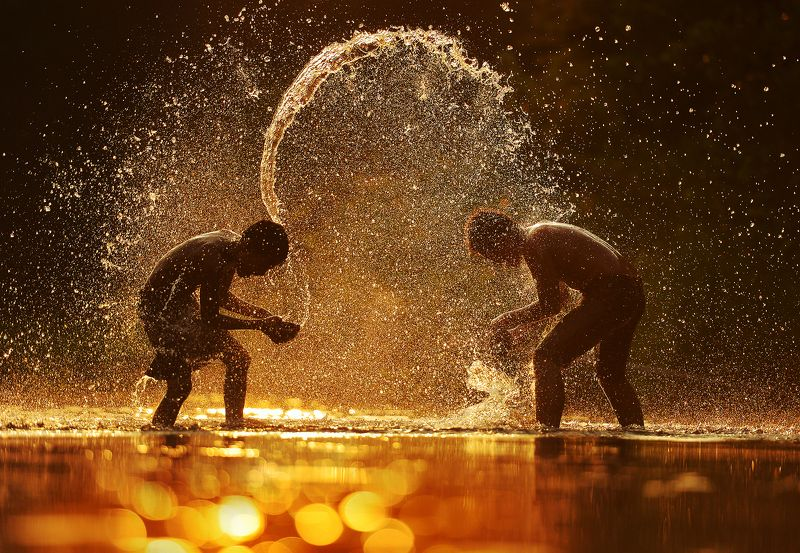 splash,water,swimming,child,kid,playing,asia,asian,thailand Fightingphoto preview