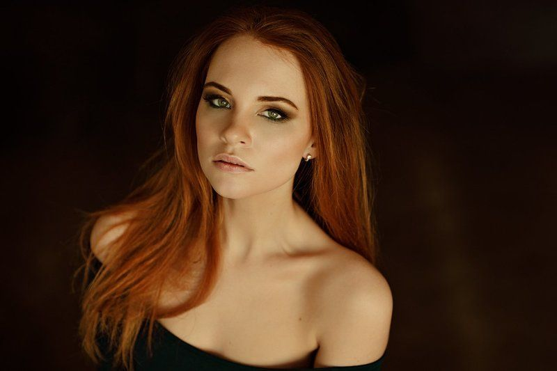 портрет, девушка, фотограф Петрова Мария, чувственность, рыжая, студия, низкий ключ Алинаphoto preview