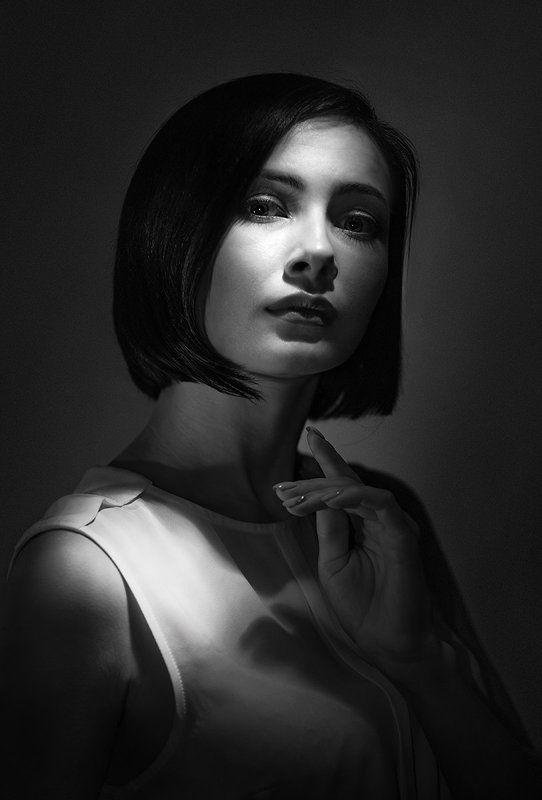 портрет, студийный, чёрно-белый, art, black and white, beauty, glamour, davydov, монохромный, классический, романтический, девушка, ретро, низкая тональность, жёсткий свет, крупным планом, взгляд, современный портрет Портрет Еленыphoto preview